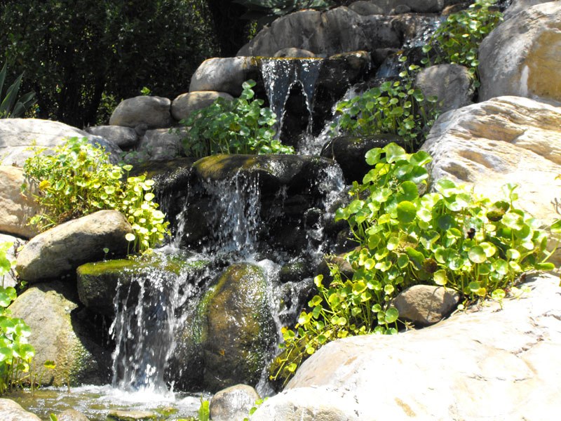 Artificial rock waterfall garcia rock and water design blog for Artificial water pond