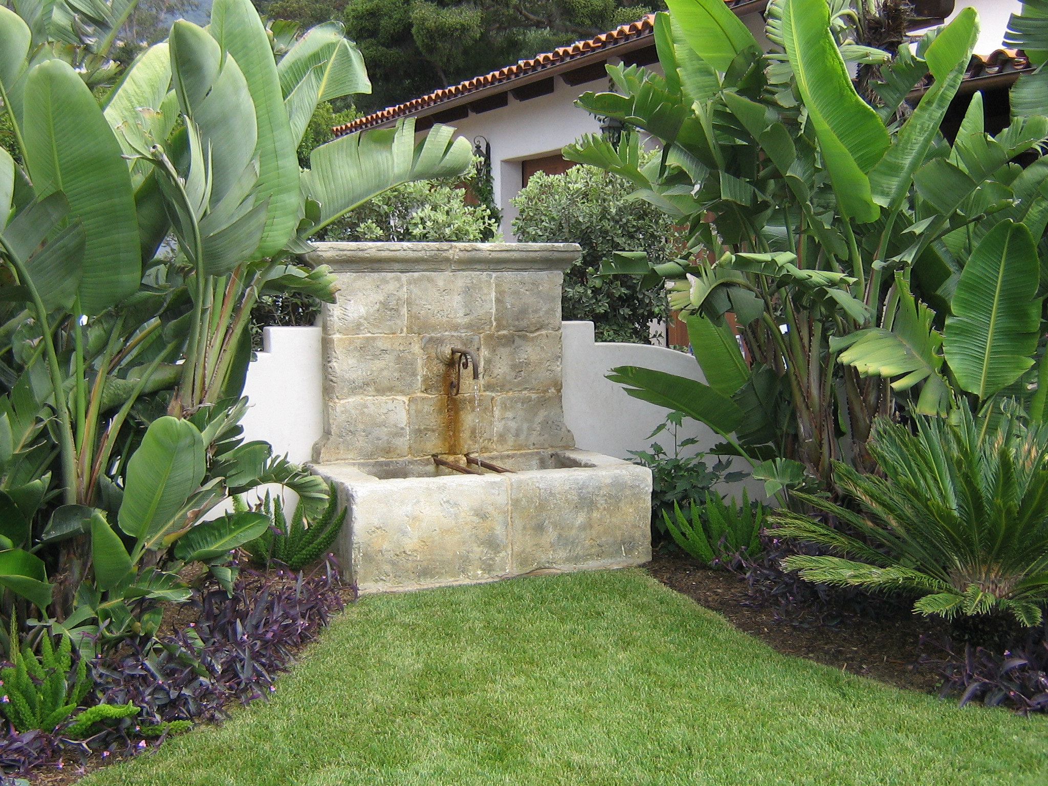 Santa barbara fountain builder garcia rock and water for Jardines con fuentes